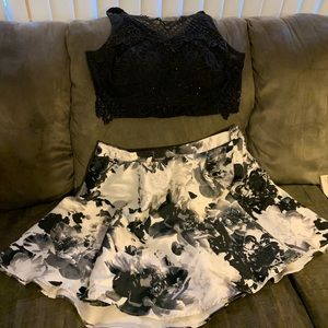 This is a 2 piece, top is beautiful, worn once.